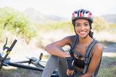 Fit woman taking a break on her bike ride — Stock Photo