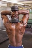 Kaslı adam ile Halter salonunda egzersiz — Stok fotoğraf