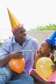 Father and children celebrating a birthday together — Foto de Stock