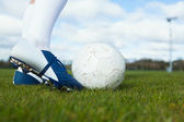 Football player about to kick ball — Stockfoto