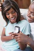 Hombre sorprender a su novia con una propuesta — Foto de Stock