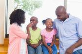 šťastná rodina trávit čas společně — Stock fotografie