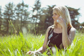 Pretty blonde in sundress talking on phone — Stockfoto
