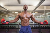 Muscular boxer shouting in health club — Stock Photo