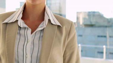 Pretty businesswoman smiling — Stock Video