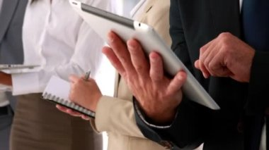 Business people standing and talking using tablet pc — Stock Video