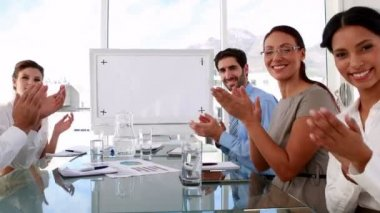 Business team applauding the camera at meeting — Stok video