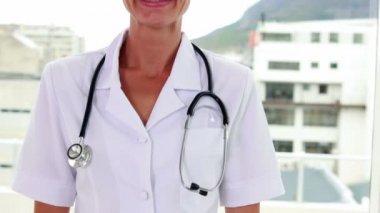 Pretty nurse smiling at the camera — Stock Video
