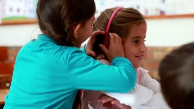 Little girls telling secrets in the classroom — Vídeo de Stock