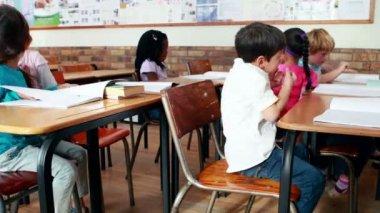 Little children talking in classroom — Stock Video