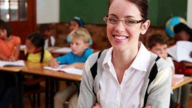 Pretty teacher smiling at camera at top of classroom — Vídeo de Stock
