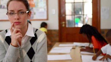 Thoughtful teacher at top of classroom — Vídeo de stock