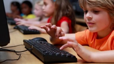 Little boy during computer class — Stock Video