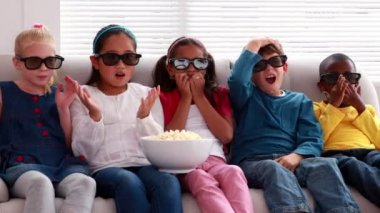 Children watching 3d movie on the sofa — Stock Video