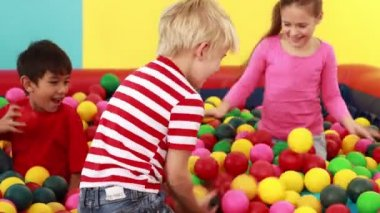 Children playing in the ball pool — Stock Video