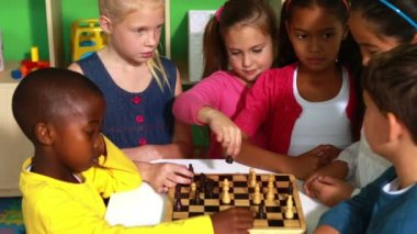 Preschool class learning how to play chess — Stock Video