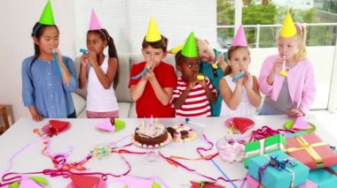 Children celebrating a birthday together — Stock Video