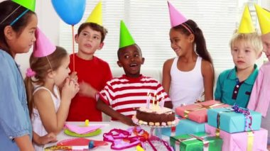 Children celebrating a birthday together — Stock Video