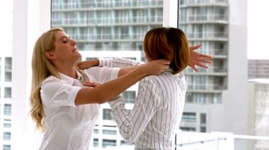 Businesswomen getting physical in a fight — Stock Video
