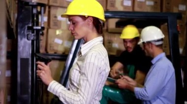 Warehouse manager scanning barcodes on boxes — Stock Video