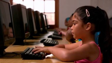 Girl using computer in classroom — Stock Video