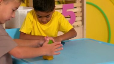 Boys playing with modelling clay — Vídeo Stock