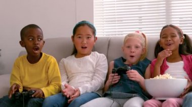 Friends together playing video games — Stock Video