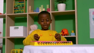 Boy playing xylophone in classroom — Stock Video