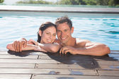 Couple in swimming pool on a sunny day — Stock Photo