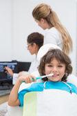 Pediatric dentist examining a patients teeth — Photo