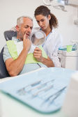 Patient showing dentist the problem — Stock Photo