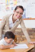 Jolie enseignant en classe — Photo
