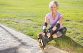 Active senior woman ready to go rollerblading  — Stock Photo