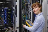 Technician using digital cable analyzer — Foto Stock