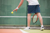 Young tennis player about to serve — Stock Photo