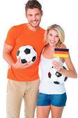 Heureux couple fan de football applaudir à la caméra — Photo