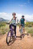 Athletic couple mountain biking — Foto de Stock