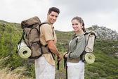 Couple standing on mountain terrain — Stock Photo