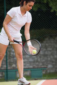Pretty tennis player ready to serve — Stock Photo