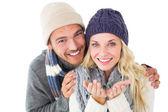 Attractive couple in winter fashion smiling at camera — Stock fotografie