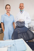 Dentist and assistant smiling — 图库照片