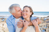 Happy casual couple by the coast — Stock Photo
