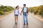 Couple standing on countryside road — Stock Photo