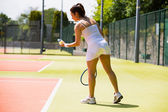 Pretty tennis player about to serve — Stockfoto