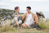 Couple taking break after hiking uphill — Foto Stock