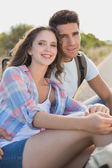 Couple sitting on countryside road — Stock Photo