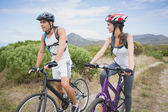 Athletic par mountainbike — Stockfoto