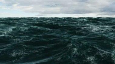 Choppy ocean under cloudy sky — Stock Video
