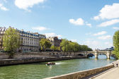 Embankment of the River Seine and the historical architecture in — Stock Photo