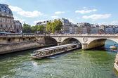 Barco turístico crucero lujoso restaurante río seine paris franco — Foto de Stock